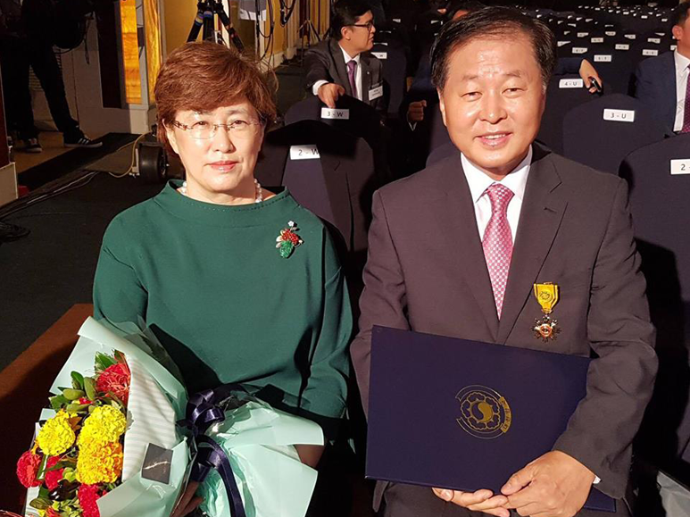Mr. Jae Jang with his wife, Mrs. Kyung Hee Jang