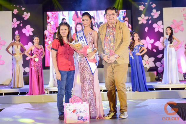 Yours truly awarding the Best in Evening Gown.